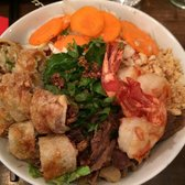 Le Cambodge - Bobun spécial mixte (vermicelli Noodles with grilled beef, grilled pork, grilled shrimp and eggroll with veggies) - Paris, France