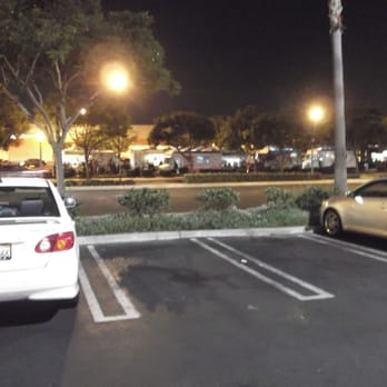 Home Depot Tuesday Night Roach Coach Roundup - Cypress, CA, États-Unis. From across the street