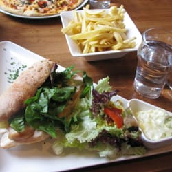High Cafe - Galway, Irlande. Chicken panini with pesto mayo (I asked for it on the side); herbed couscous over cos lettuce