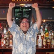 Sovereign Liquors - Chicago, IL, États-Unis. Louis Dickman celebrating after winning the prestigious James Beard bartending award for his signature cocktail the loutini,