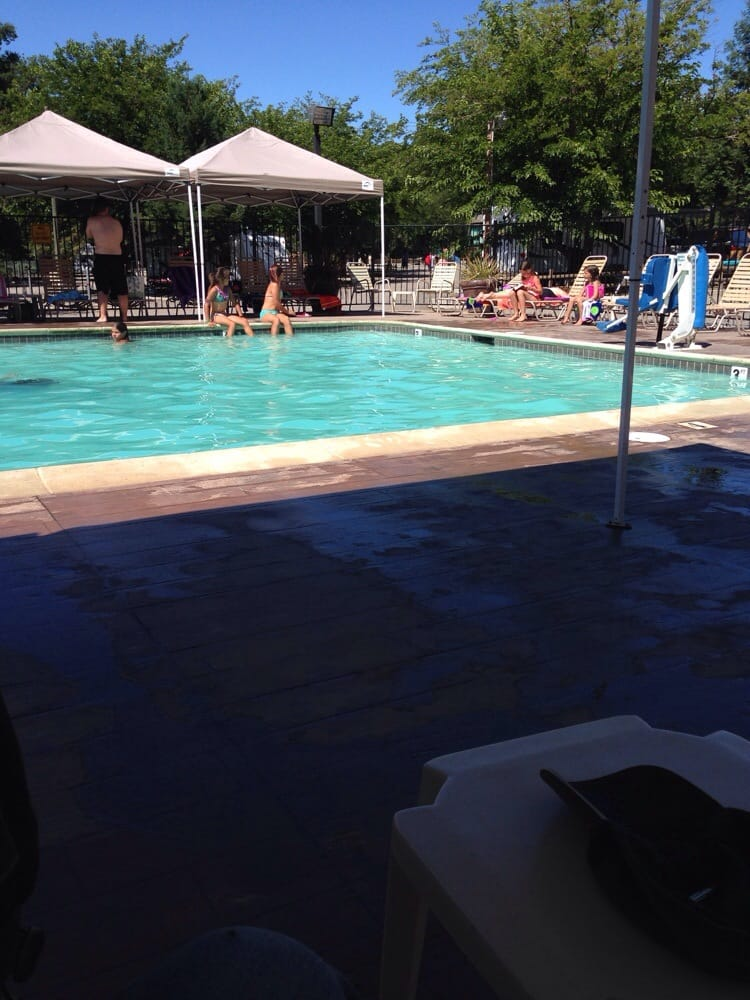 Willits (CA) United States  City new picture : ... pool for small children, and hot tub Willits, CA, United States