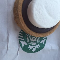 Starbucks - Schertz, TX, États-Unis. Gonna eat this s'mores tart to fill the hole that the s'mores frappucino left!