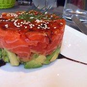 Superposition de tartare de saumon et…