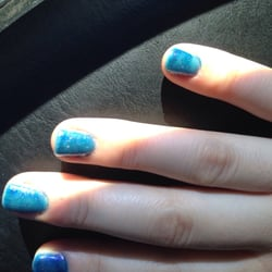 Happy Nails - Chino, CA, États-Unis. It's not even an even coat!!!!
