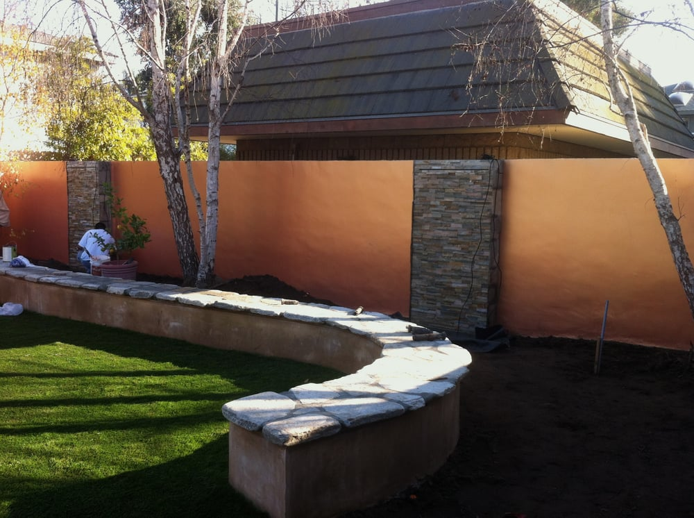 We Smooth Stucco 39 D This Cinder Block Wall 2 Coats Of Primer And Then Applied 5 Coats Of