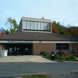 F.N. Manross Memorial Library - Nice looking library - Forestville, CT, Vereinigte Staaten