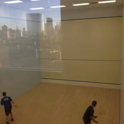 CityView Raquet Club - Upper view of doubles squash court. - Long Island City, NY, Vereinigte Staaten