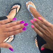 Perfect Salon - Perfect nails!! The purple hand is acrylic full set w shellac by Holly :) - Mountain View, CA, Vereinigte Staaten