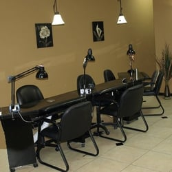 Natalie's Salon - Nail Care Area - 6 Stations - Sarasota, FL, Vereinigte Staaten