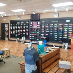 Podiatrist at Running Shoe Store in Marin, CA, Helps YumSugar Buy
