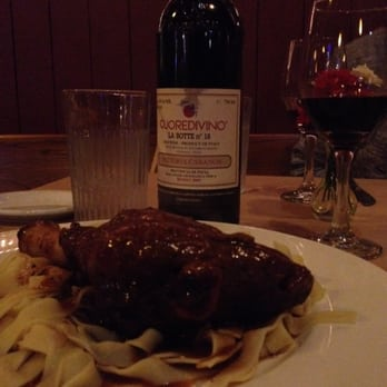Il Granaio Italian Restaurant - Mount Vernon, WA, États-Unis. LAMB SHANK & AMAZING WINE. HOLLY MIGHT BE THE BEST SERVER EVER.