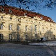 Der Westflügel des Schlosses…