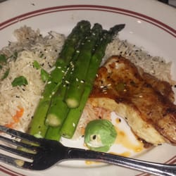 Redstone American Grill - White fish with asparagus and rice pilaf - Plymouth Meeting, PA, Vereinigte Staaten