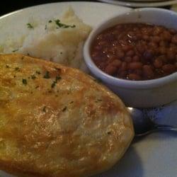 The Firkin & Hound - Guinness pie with mash and beans. - Visalia, CA, Vereinigte Staaten