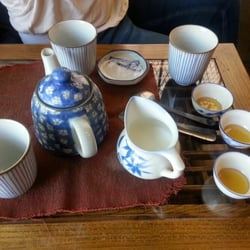 Far Leaves Tea - Tea service for three ($2 per extra person to share the pot), milk and honey complementary - Berkeley, CA, Vereinigte Staaten