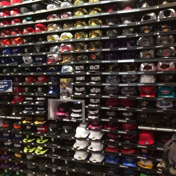 champs sports 10 photos sporting goods eastside las vegas nv reviews yelp. Black Bedroom Furniture Sets. Home Design Ideas