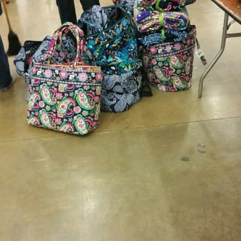 fb7b5dd63705 Vera Bradley Outlet Sale - Outlet Stores - 4000 Parnell Ave