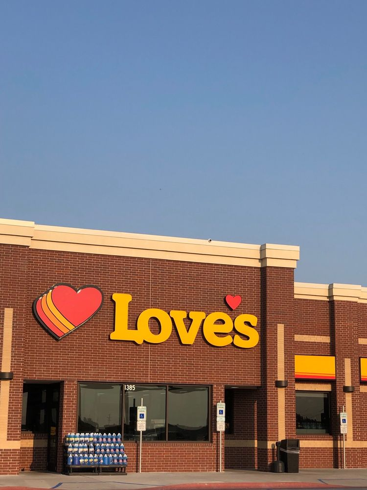 Love's Travel Stop: 1385 8th Ave SW, Valley City, ND