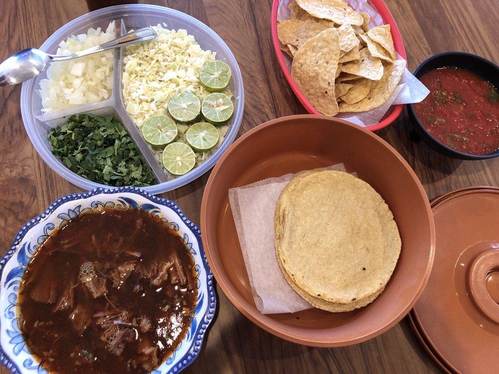 Birrieria Del Pueblo & Cantina: 2015 W 8th St, Yuma, AZ