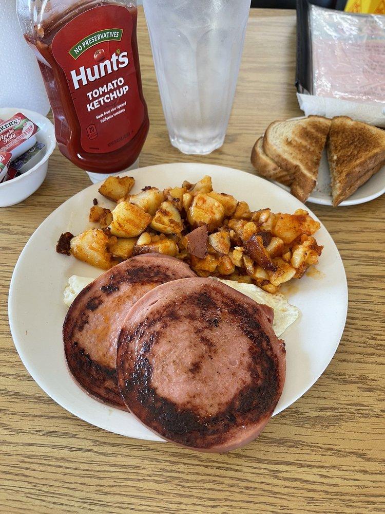 Kaitlynn's Cafe: 2210 Peach Orchard Rd, Sumter, SC