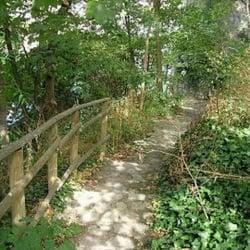 Jardin saint vincent parcs 17 rue saint vincent for Jardin 75018