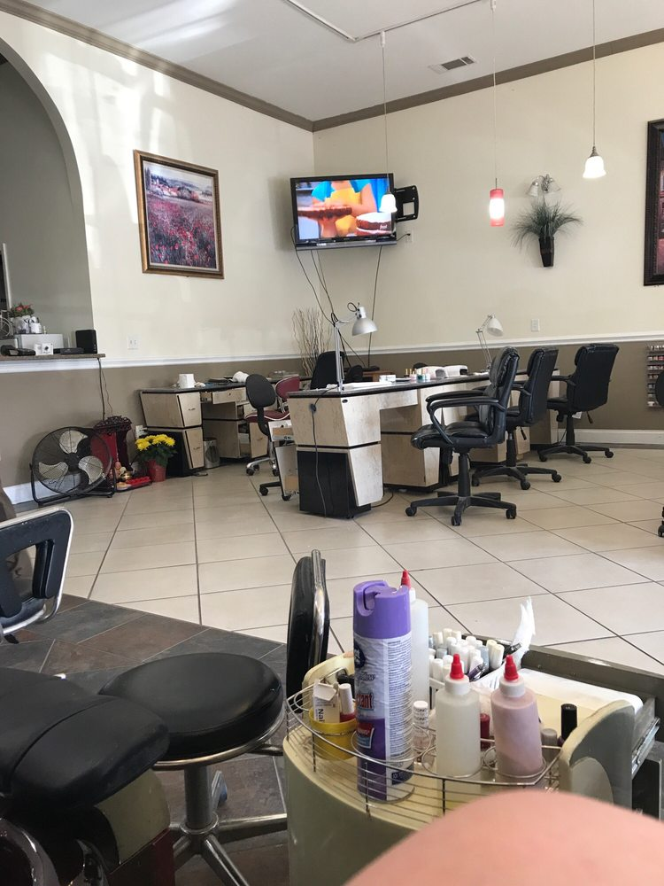 Unique Nails and Tan: 158 Gholston St, Comer, GA
