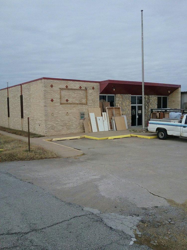 Snoopys Playhouse: 519 S Cherokee St, Catoosa, OK