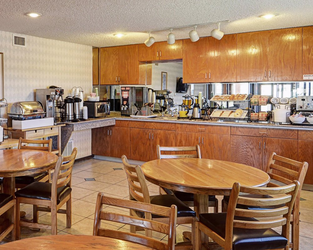 Econo Lodge: 1804 Ave F  NW, Childress, TX