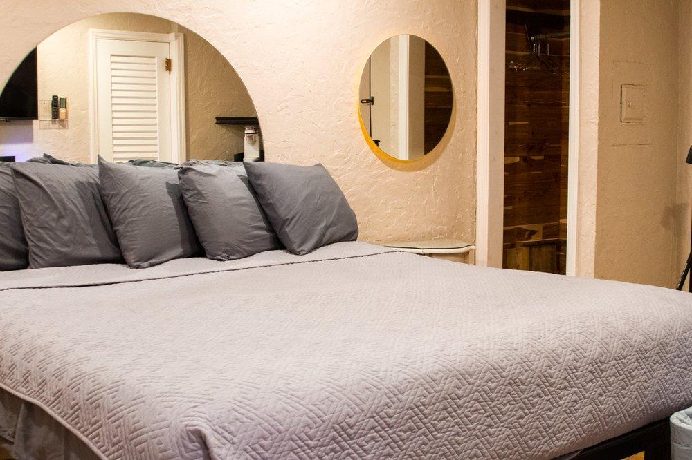 Hyde Park Hotel: 2105 W Bristol Ave, Tampa, FL
