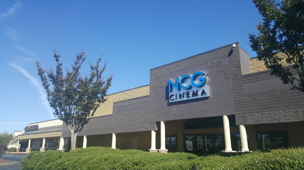 Ncg Cinemas 1825 Rockbridge Rd Stone Mountain Ga Movie Theatres