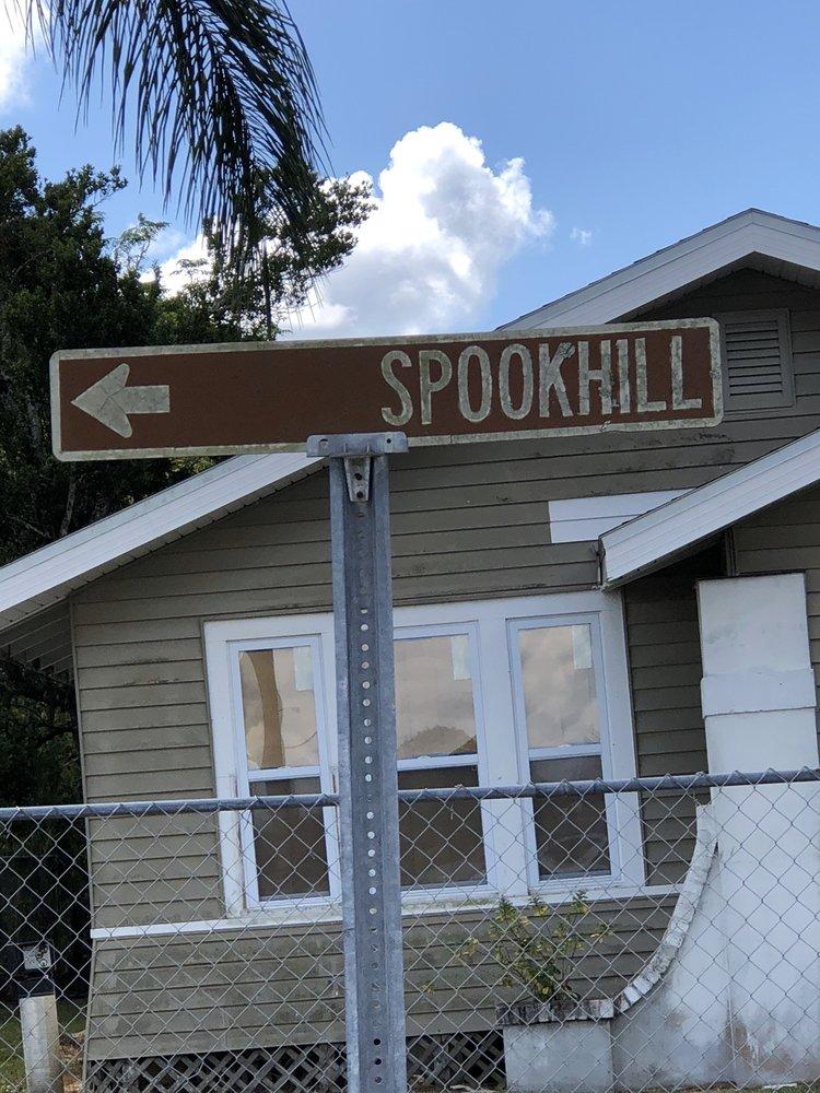 Spook Hill: 600 N Wales Dr, Lake Wales, FL