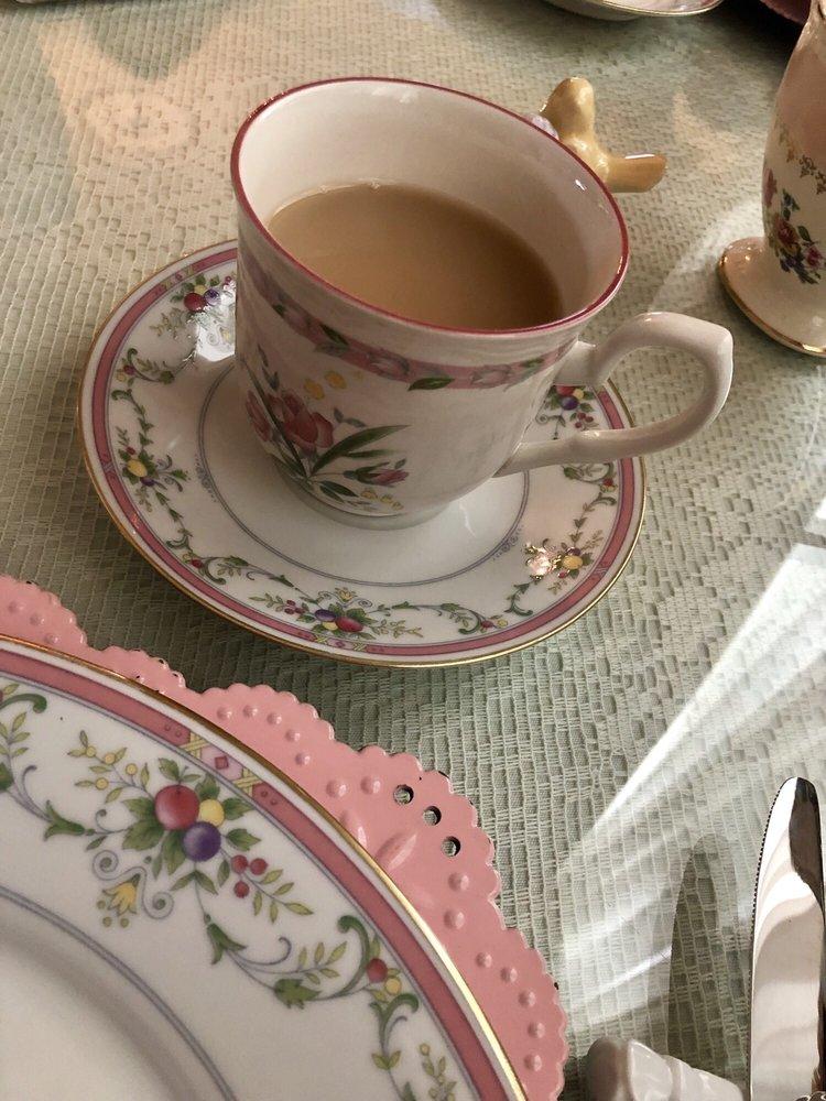 Mountain Oaks Tea Room: 9508 Church St, Ooltewah, TN