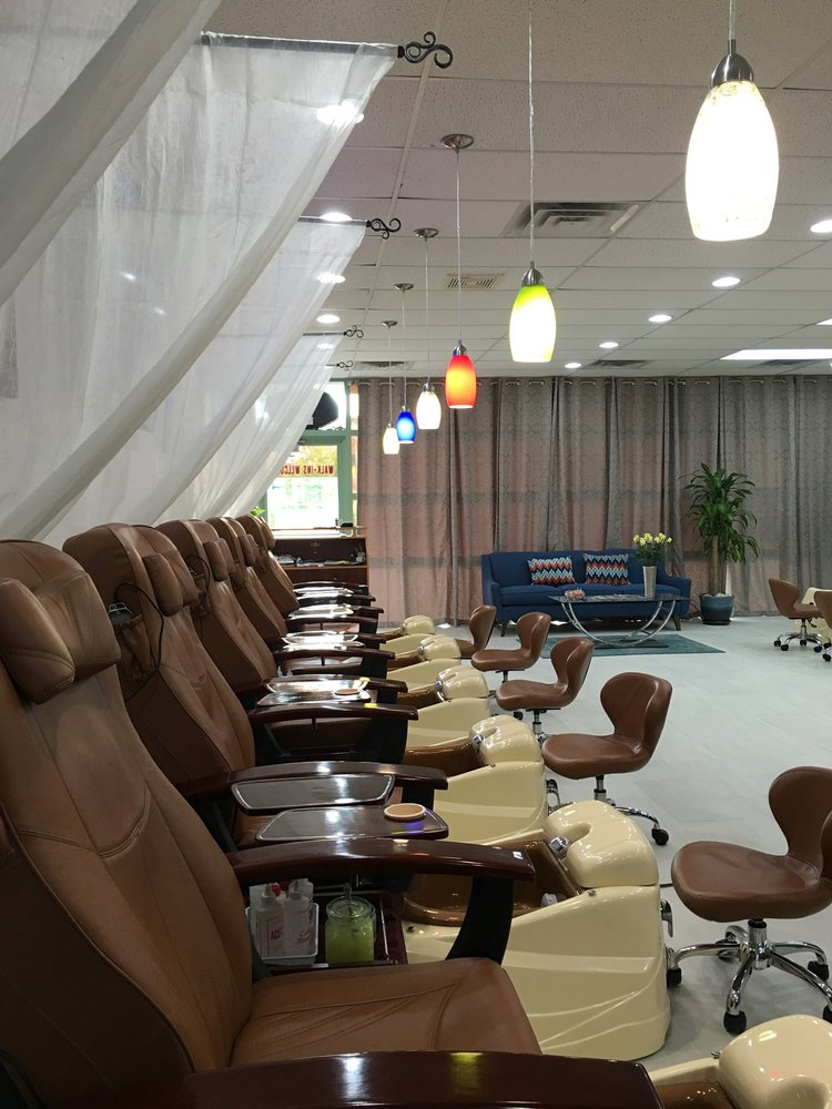Omaha Nails & Spa: 4261 S 144th St, Omaha, NE