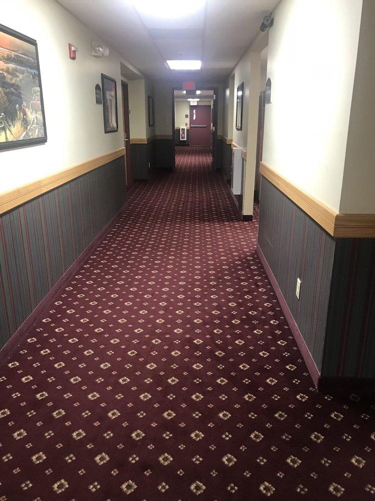 Dollinger's Inn & Suites: 4908 Lake Rd S, Brockport, NY