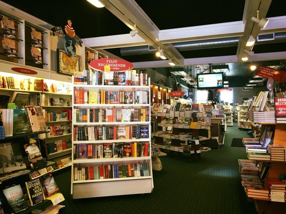 McLean & Eakin Booksellers: 307 E Lake St, Petoskey, MI