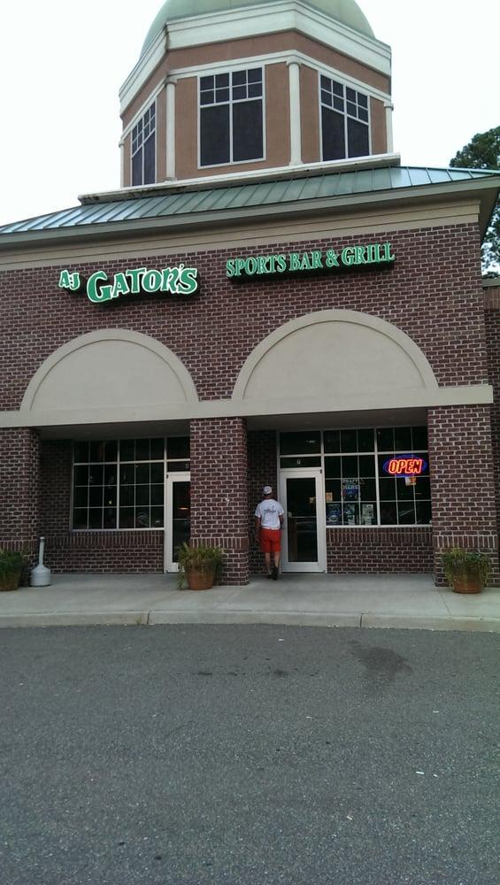 Gator Sports Bar & Grill: 13609 Carrollton Blvd, Carrollton, VA