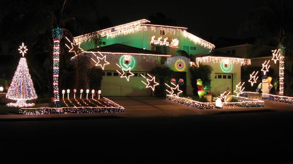 Animated Christmas Light Show synchronized to music broadcast on FM ...