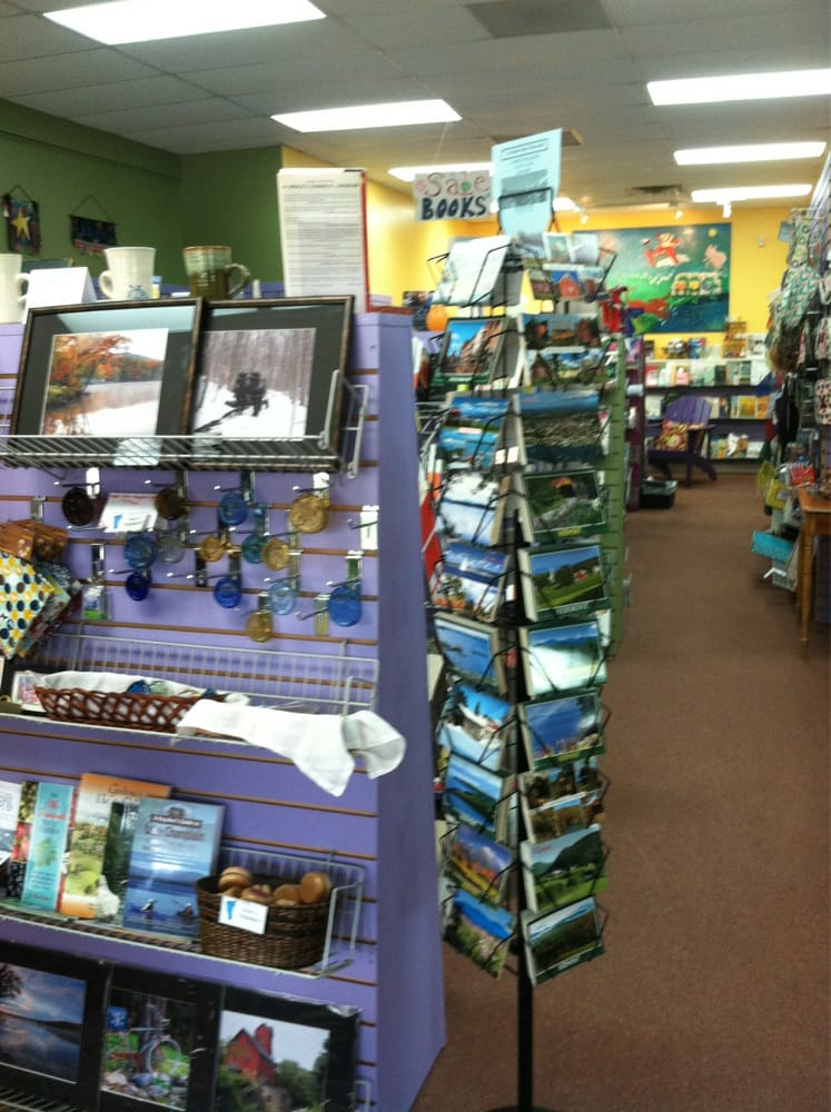 Brown Dog Books & Gifts: 22 Commerce St, Hinesburg, VT