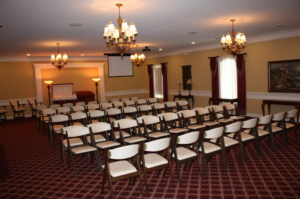 Wood Funeral Home: 900 W Wilson St, Rushville, IL