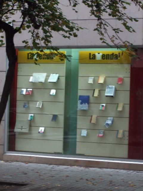 La libreria de la vniversitat material de oficina for Oficinas ups madrid