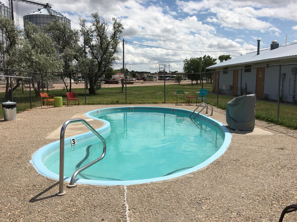 Sleepy Hollow Campground & RV Park: 118 W 4th Ave, Wall, SD