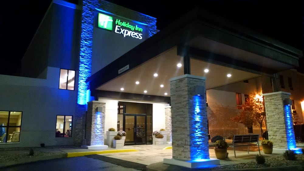 Holiday Inn Express: 1017 N Main St, Cloverdale, IN