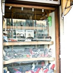 Monti Calzature - Shoe Stores - Piazza del Duomo 27R fe2ab9c4069