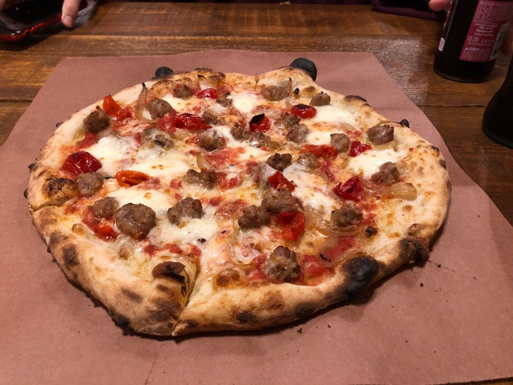 Lookout Mountain Pizza Company: 203 Scenic Hwy, Rising Fawn, GA
