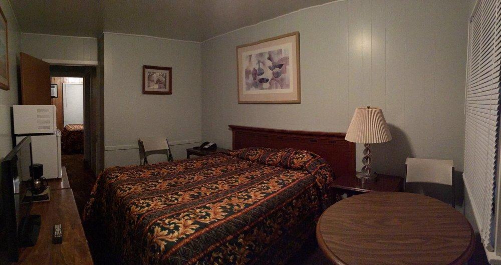 Lone Pine Motel: 912 Redwood Dr, Garberville, CA