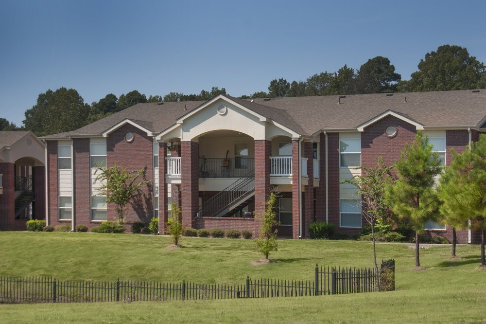 The Lakes At Hurricane Creek Apartments: 2500 Bellerive Ave, Bryant, AR