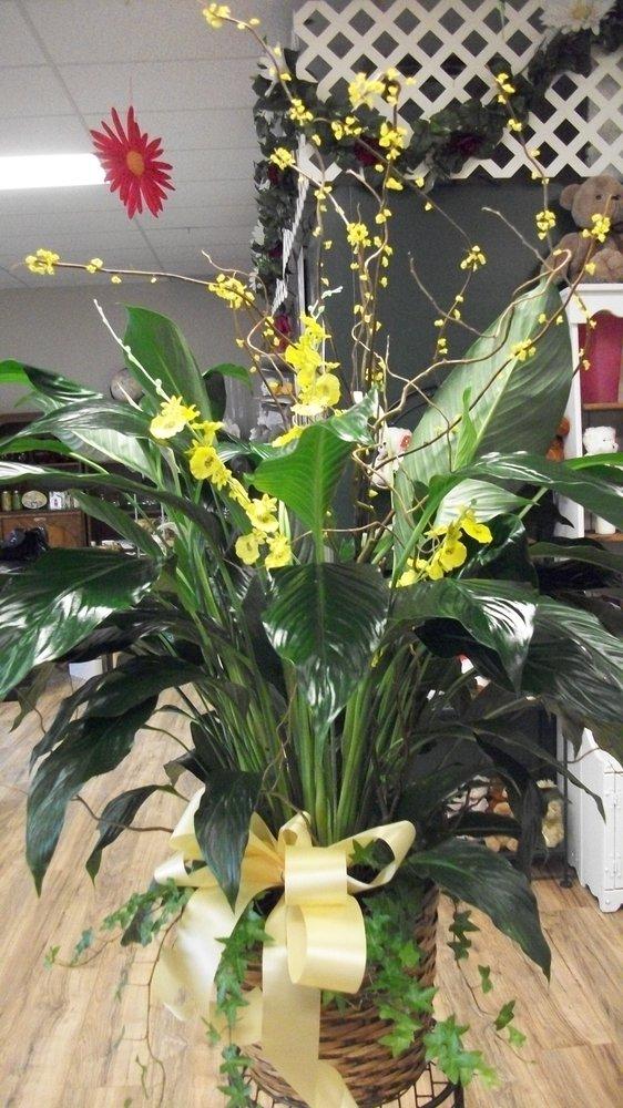 Centerville Floral & Designs: 1865 Main St, Centerville, MN
