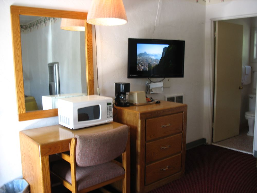 Travel Inn: 1627 SE Stephens St, Roseburg, OR
