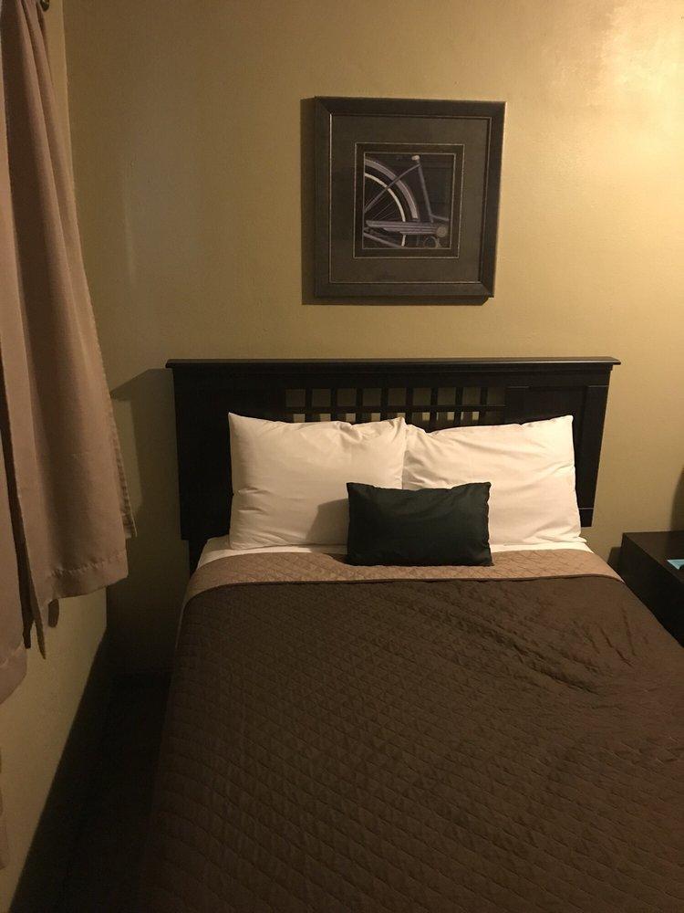 La Bella Motel: 110 N Mason St, Carrollton, MO