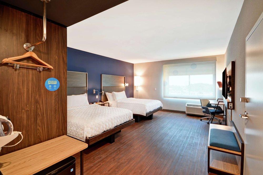 Tru By Hilton Denver: 400 N Reamstown Rd, Denver, PA